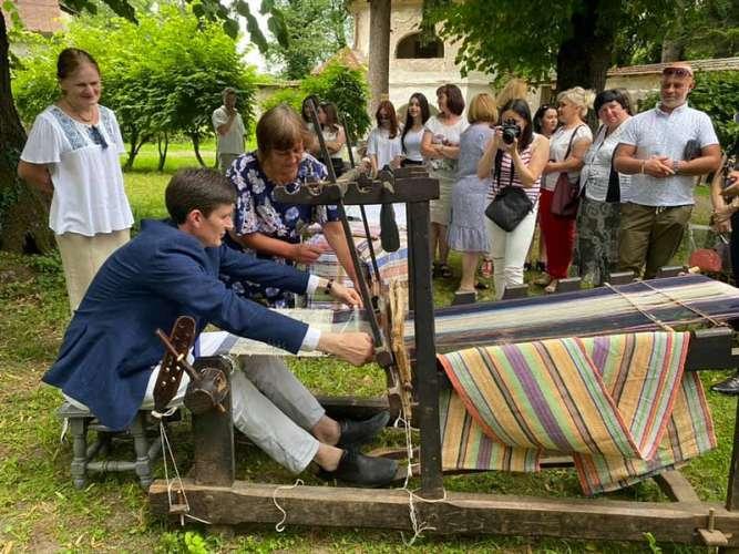 У селі Довге пройшла арт-моб-реконструкція «Повернення у минуле»