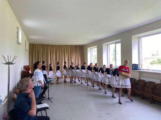Майстер-клас з народної хореографії з учасниками танцювального ансамблю «Гаклірка» провів Микола Мовнар
