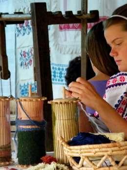 Традиційне Великоберезьке перебірно-човникове та мереживне ткацтво