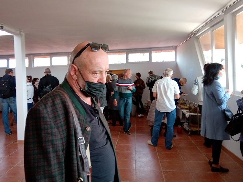 """В Ужгороді відкрилася виставка в рамках резиденційної програми """"Корови орють"""""""