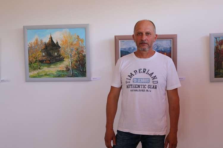 Художники краю презентували свої роботи на виставці до Дня Конституції України